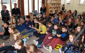 Mit Spannung hörte das Publikum den Lesebeiträgen zu. Foto: Pielsticker